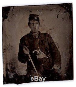 CIVIL WAR NORTHERN SOLDIER AMBROTYPE PHOTO HOLDING SWORD REVOLVER