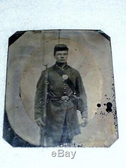 CIVIL War Armed Soldier Tintype In Case