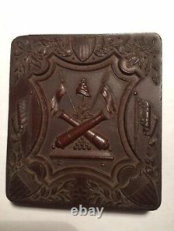 Civil War Era Union Thermoplastic Crossed Cannons Case With Daguerreotype Ladies