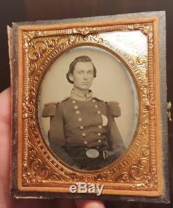 Civil War ambrotype of pre war officer wearing US buckle taken in Rhode Island