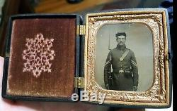 Civil War sixth plate tintype of armed soldier in nice geometric union case