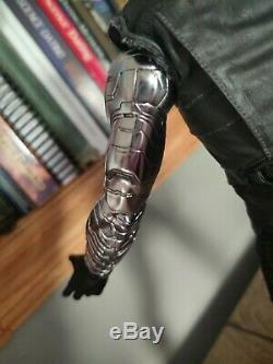 Hot Toys Winter Soldier Civil War MMS351 (extra guns included see photos) 1/6