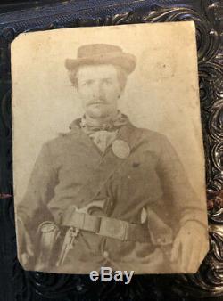 Original cdv photo civil war soldier double armed with guns / revolvers